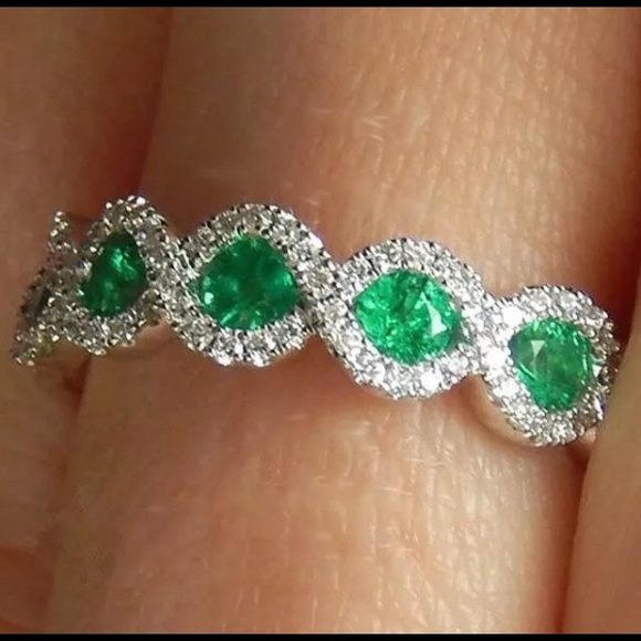 Jewelry - Oval Cut Emerald 925 Silver Ring